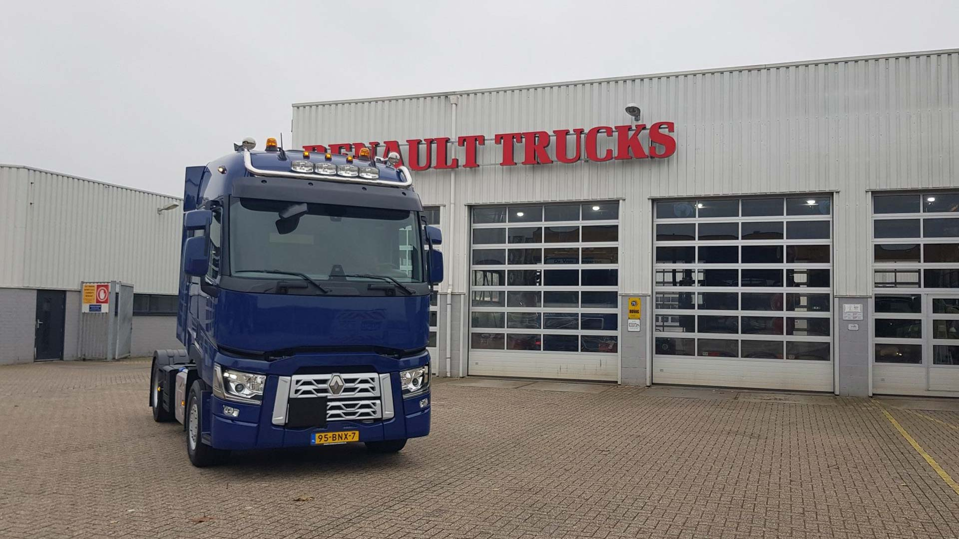 Renault Trucks T - HK Transport