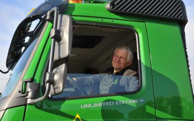 """Chauffeur Arie de Wit (Oskam Groep) over de FMX Unlimited: """"Die tien jaar ontwikkeling merk je aan alle kanten in deze auto"""""""
