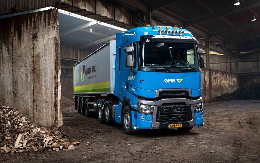 Twee Renault Trucks T High-trekkers voor Van der Wiel Transport