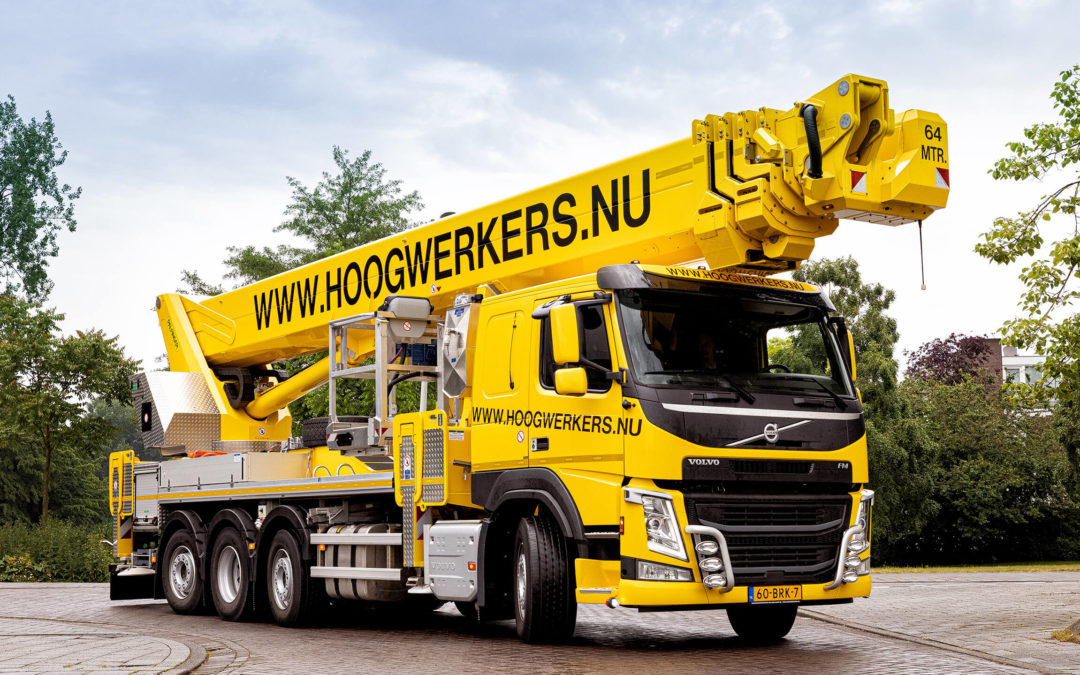 Hoogwerkerverhuur van der Voort B.V. neemt nieuwe Volvo FM 8×2 in gebruik